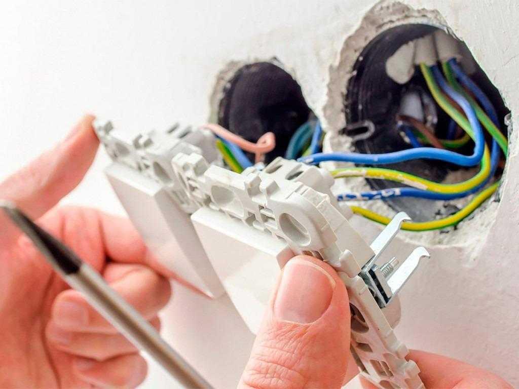 Вызов электрика в Калининском районе СПб на дому: цена, недорого