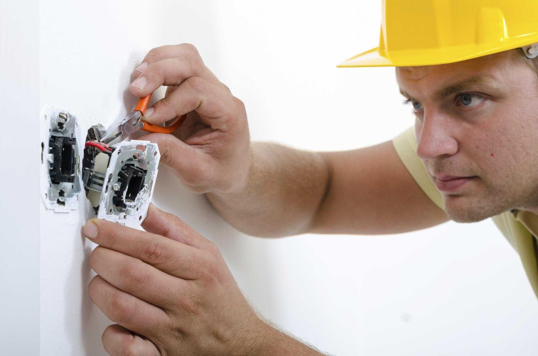 Вызов электрика в Кировском районе СПб на дому: цена, недорого