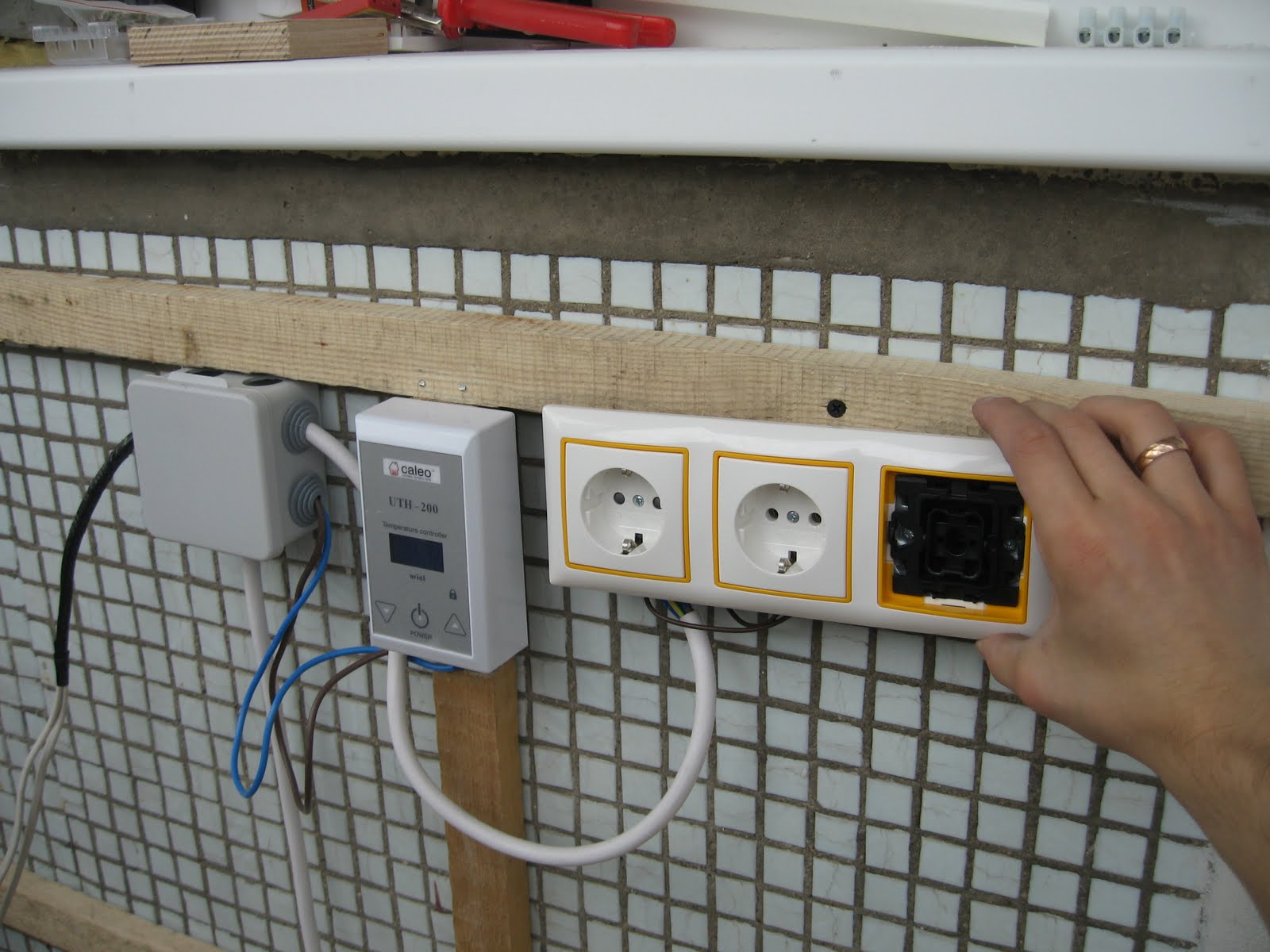 Электрика на балконе в Санкт-Петербурге